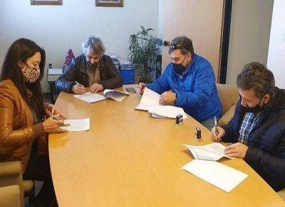 Firma de acuerdo salarial entre el CEC y la Cámara de Comercio de Río Grande