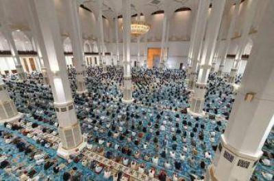 Más de 10.000 fieles a la primera oración del viernes en la Gran Mezquita de Argel