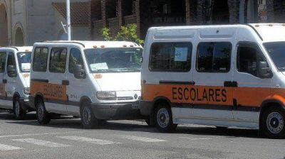 Transportistas escolares reclaman el pago de subsidios y apuntan a trabajar con las colonias