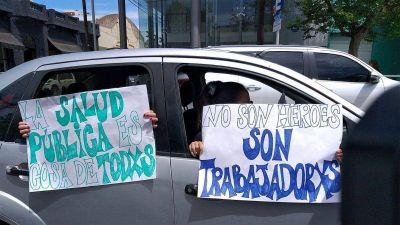 Trabajadores de la salud y transportistas escolares se movilizaron para reclamar en caravana