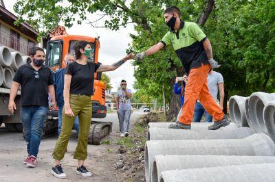 Mayra Mendoza recorrió la obra de desagüe pluvial del barrio El Jalón en Ezpeleta