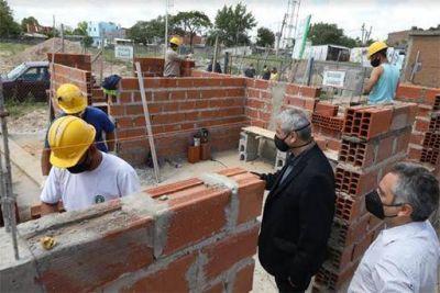 Ferraresi, junto con el Ministro de Desarrollo bonaerense Andrés Larroque, recorrieron obras en diferentes barrios de Avellaneda