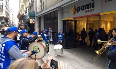Escala el conflicto en el PAMI que hoy estará paralizado para protestar por una ola de despidos
