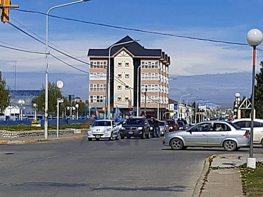 Continúa el reclamo del SUTEF con caravana de autos