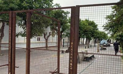 Volvieron las vallas y la seguridad reforzada en Casa de Gobierno