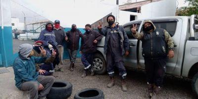 Trabajadores que prestan servicios reclaman un contrato en blanco