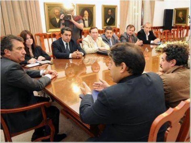 Para Urribarri no se cambiará el huso horario en la Argentina