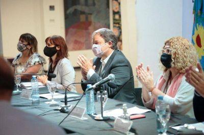 Junto a la ministra Ruiz Malec, Bracchi y Plaini, Cascallares puso en marcha el 1° Congreso de Educación