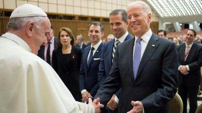 El Papa Francisco dialogó telefónicamente con Joe Biden