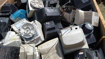 Se juntaron 25 toneladas de residuos tecnológicos y neumáticos para reciclar