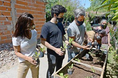 El FR TODOS Tigre, Compromiso por Tigre y Prosperar entregaron huertas orgánicas a merenderos de distintos barrios