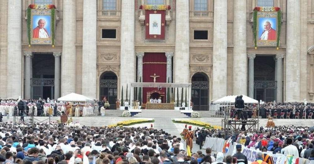 ¿La Iglesia debe replantearse los criterios y los plazos para canonizar a los papas?