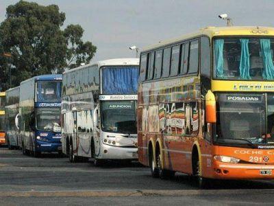 Autorizan el uso del transporte público de larga distancia para actividades habilitadas