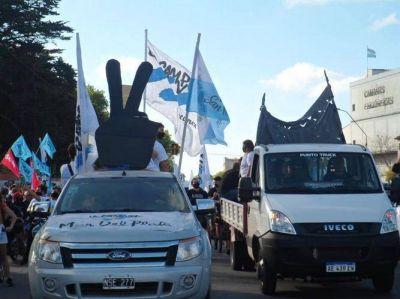 Peronistas marplatenses en una concurrida caravana en el Día de la Militancia