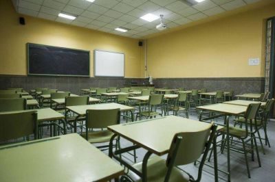 Legisladora criticó a Trotta por la vuelta a clases en aulas