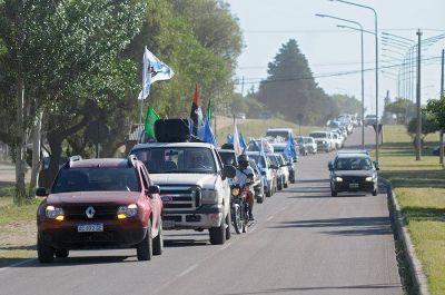 Multitudinaria caravana militante