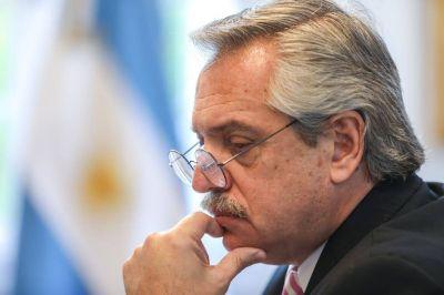 Alberto Fernández imita a Néstor Kirchner, pero le sale Mauricio Macri