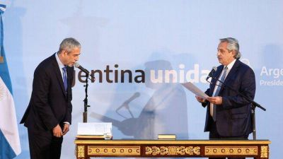 Ferraresi juró como ministro de Desarrollo Territorial con elogios de Alberto Fernández y una fuerte puesta en escena con intendentes del conurbano