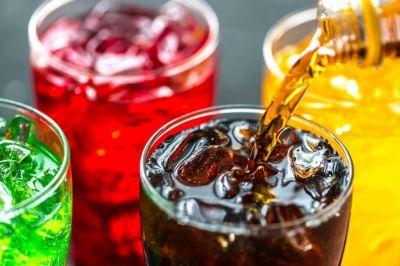 Bebidas azucaradas. Un estudio calculó el perjuicio que le generan al sistema sanitario