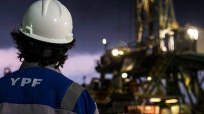 YPF: Trabajadores terciarizados amenazan con acampar en la torre de Puerto Madero