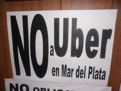 Taxistas preparan una movilización en contra de Uber para el 25 de noviembre