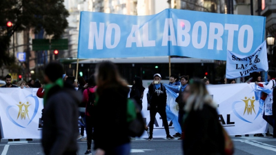 El Presidente desafía a la Iglesia: Se dice católico y quiere que el aborto