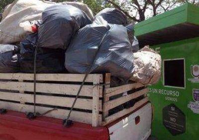 En la plaza Vera y el parque Mitre recogen casi dos toneladas de residuos por mes