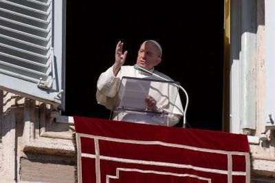 """Ángelus: Jesús, """"pastor lleno de mansedumbre y misericordia"""""""