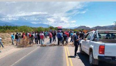 Trabajadores de la curtiembre llevan siete días con corte de ruta