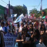 Movilización docente en reclamo de mejoras salariales