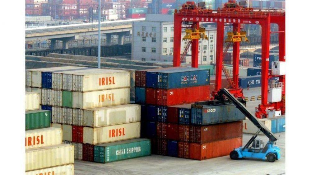 Por la brecha, se desplomó 65% el superávit comercial y complica el frente cambiario