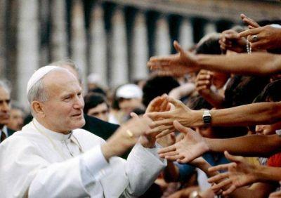 """Cardenal Ruini: """"Quienes ponen en duda la santidad de Karol Wojtyla no saben lo que dicen"""""""