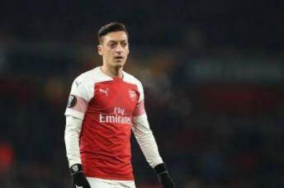 """Mesut Ozil pide """"desarmar la islamofobia con bondad"""""""
