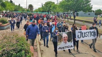A un mes del crimen, marchan para pedir justicia por el padre