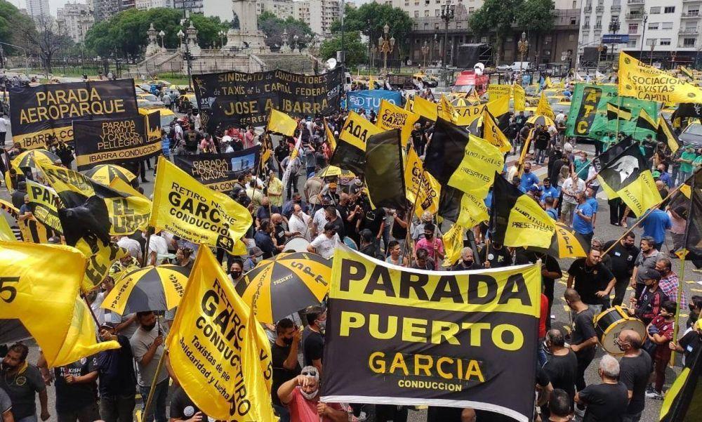 Con el respaldo de Moyano y los gremios del transporte, los taxistas movilizaron contra