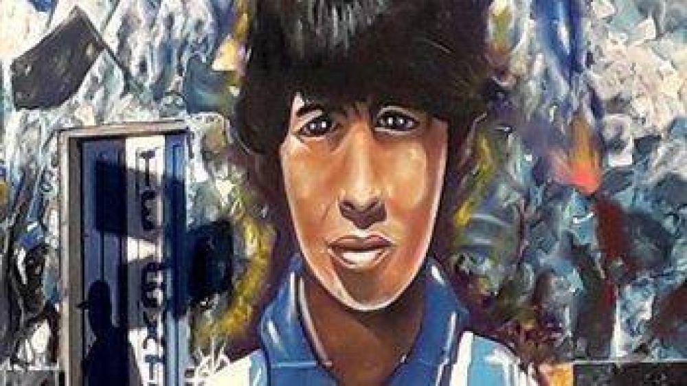 En dos horas, un artista inmortalizó a Maradona en Mar del Plata con un mural frente a Alvarado