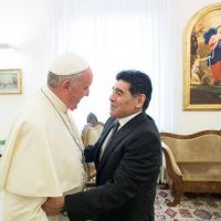 Cuando Maradona hizo sentir al Papa nostalgia de volver a Argentina