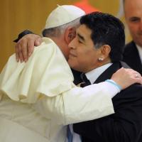 La historia de la vuelta de Diego Maradona a la Iglesia de la mano del Papa Francisco