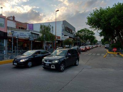 Con una larga caravana, vecinos se movilizaron en apoyo a Carlos Paz Gas
