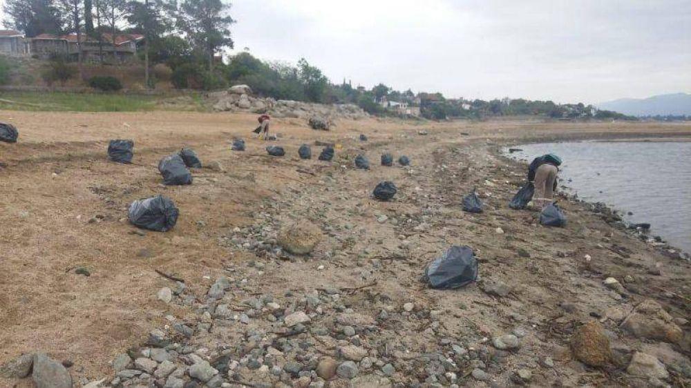 Voluntarios limpiarán las costas del lago San Roque