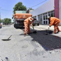 Realizan trabajos de bacheo asfáltico en avenida Alem