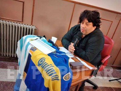 Tras el minuto de silencio por Maradona, Sanchez se retiró emocionado del recinto
