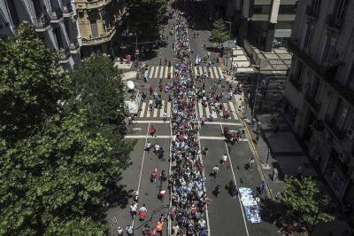 La última despedida a Diego: miles de personas participan de la ceremonia popular