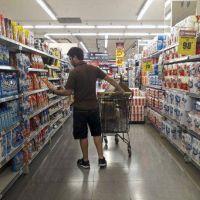 Ventas de supermercados cayeron por segundo mes consecutivo pero en mayoristas crecieron casi 5%