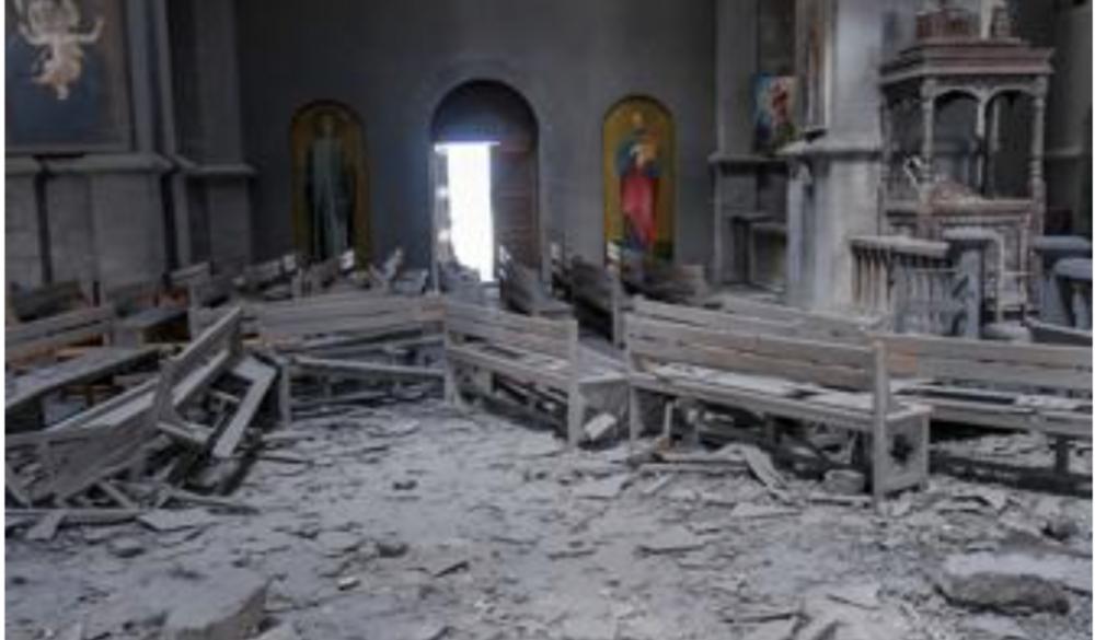 Los armenios cristianos abandonan casas, iglesias y monasterios