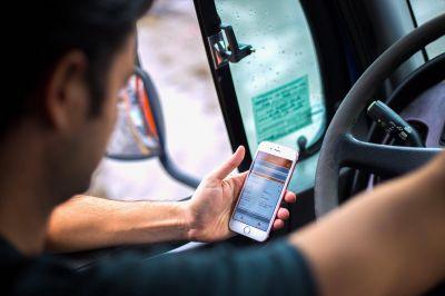 Avanzan las apps para camioneros y le plantan un desafío adicional a Moyano
