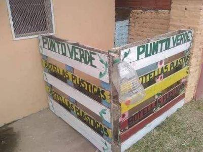 Al lado de su negocio instaló un punto verde para recolectar residuos del Cremonte