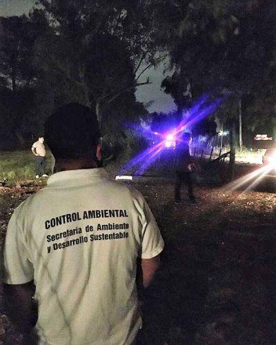 Secuestran vehículo que arrojaba residuos peligrosos, hay un detenido