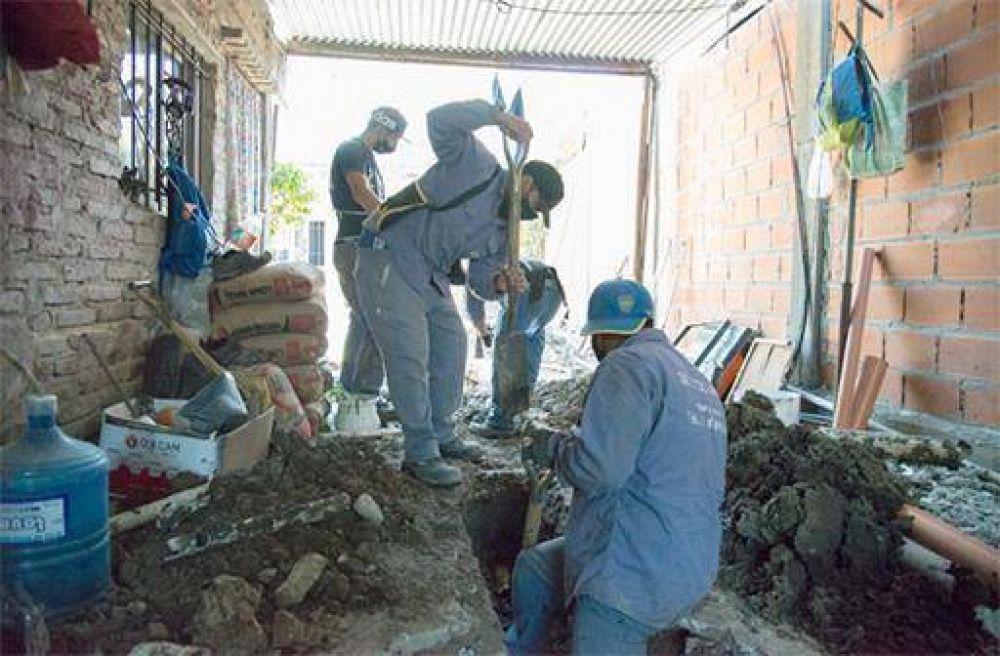 ACUMAR avanza en las obras de conexión a las cloacas en Lanús