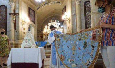 La Virgen del Valle luce su nuevo manto de fiesta